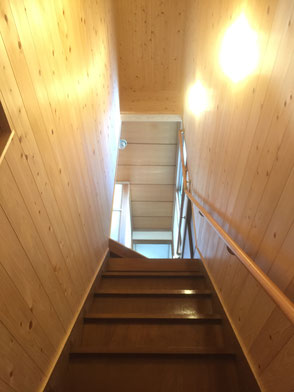 階段室桧の羽目板