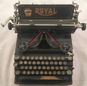 Máquina de escribir ROYAL modelo 5, fabricada en New York (USA) para el mercado español, s/n 124868-5, año 1930