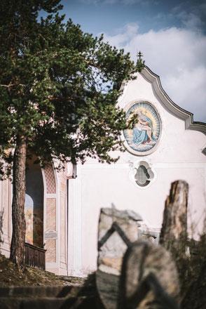 über Kreuzwegstationen von Zirl auf den Kalvarienberg