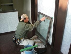 新築現場にて ガラスの清掃作業状況