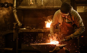 Schmiedekunst und Handarbeit in der Werkstatt