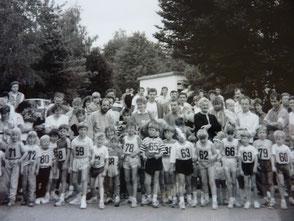 1989: Start zum 800m Kinder-Lauf beim Volkslauf