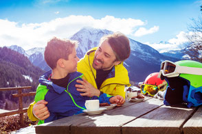 Sonnenuntergang am Berg, Wilder Kaiser im Winter, Kitzbühel, Familienurlaub Winter, Urlaub Vater Sohn
