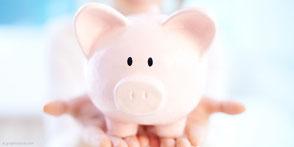 Eine Wurzelbehandlung kann Kosten für Zahnersatz und Implantate ersparen.