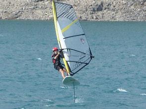 Robert Marechal sur sa planche a voile Manta 59 et son windfoil aeromod