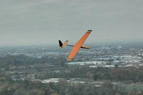 prototype du planeur coquillaj orange et vert, en vol, côté extrados