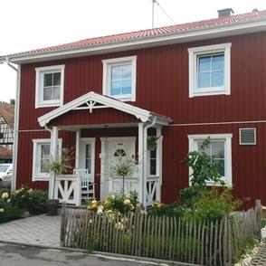Stadtvilla im Schwedenstil Eingang mit Überdachung