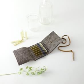 Die kleinste Taschenapotheke 'samuel' aus Wollfilz 