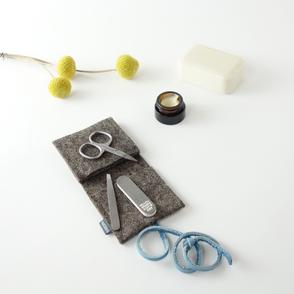 das winzige mini-maniküre-set 'ella' aus filz mit dem nötigsten  für die nagelpflege...