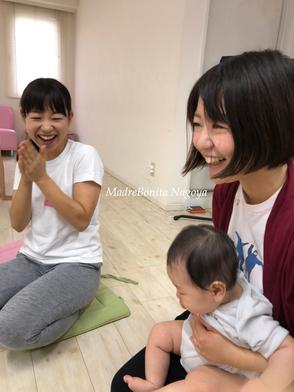 産後初めての外出にもかかわらず、心許せるみのりんのおかげでこんなに笑顔!