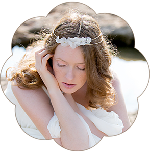Haarband goldfarben mit Seidenblüten. Haarband für die Bohemiane, boho Braut, Sommer Party. Gold & Blütenpracht!