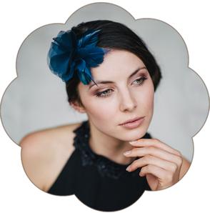 Haarschmuck Seide Blüte Federn Marine Blau für Gala Ball Oper Fasching Silvester edel.