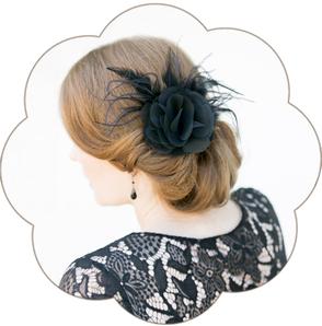 Feder-Haarblüten-Haarschmuck in Schwarz für Gala, Abschlussball, Hochzeiten, Feste, Oper, Dinner-Party & Fasching.