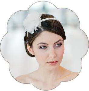 Haarreifen ivory mit Seidenorganza Blüte in ivory für Hochzeiten und Standesamt. Flower silk headband, Hairaccessoires wedding.