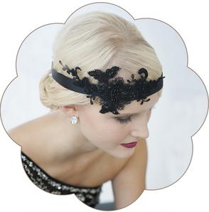 20er Jahre Haarband mit Spitzen Applikation in schwarz. Vintage - Gatsby, style in black.