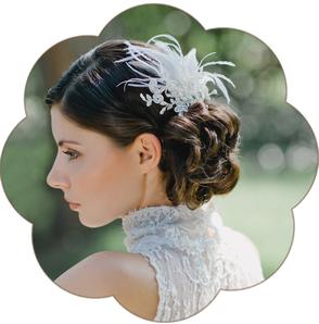 Vintage Fascinator aus Spitze und Federn. Vintage Kopfschmuck in Ivory. Spitzen Haarschmuck. Lace Headpiece wedding. Lace Fascinator for the boho look.