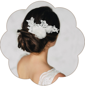 Romantisch Bohemian Boho Vintage Brauthaarschmuck aus Spitze und Seiden Blüten. Kopfschmuck Spitze in Ivory. Spitzen Seide Haarschmuck. Lace Headpiece wedding. Lace Silk hairaccessorie for the boho look.