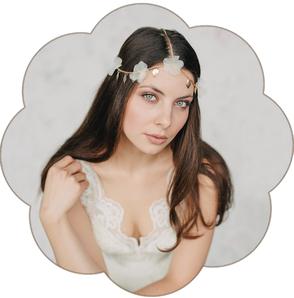 Brauthaarschmuck goldfarben edel mit Seidenblüten. Haarschmuck für die Bohemian, boho Braut. Blütenpracht!