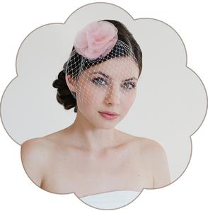 Fascinator Birdcage Schleier mit Haarblüte Organza Seide für Hochzeit, Gala, Event, Oper, Sommer Look, Tracht, Dirndl, Trauzeuginnen, Braut Mutter, Standesamt etc.