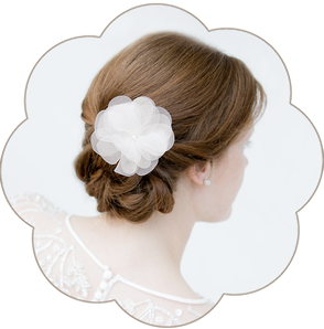 Braut Haarblüte aus feinster Seiden-Organza. Silk Flower Headpiece, Hairaccessoires wedding.