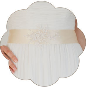 Braut Gürtel beige mit Spitze Vintage. Vintage Brautgürtel mit Spitzen Applikation. Wedding Belts, Sashes, Ribbons- Bridal Accessories