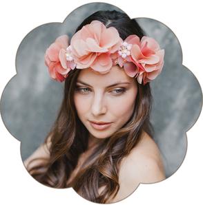 Extravaganter Haarkranz aus Blüten in Apricot und Schmucksteine. Haarkranz für die Braut, Tracht, Oktoberfest, Sommer Party, Dinnerparty, etc.  Blütenpracht!