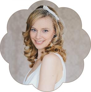Haarreif mit Seiden Schleife und Kurz Schleier für die Braut. Wunderschön auch zu Kurzhaar Frisuren. Standesamt Haarreif.