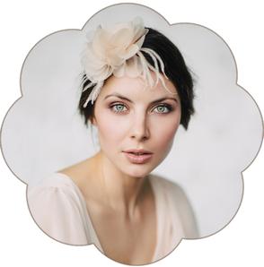 Blütengesteck Brauthaarschmuck in Pastelltöne apricot, rosa, gelb, taupe, mauve, alt rosa. Haarblüten, Blütengestecke, Fascinator, Harreifen für die Braut und Ihre Hochzeit.