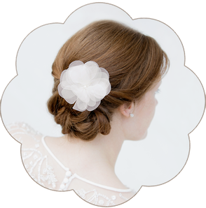 Haarblüte aus Spitze und Seide, Boho 20er Jahre Brauthaarschmuck. Kopfschmuck aus Spitze und Seide in Ivory. Lace Headpiece wedding. Lace silk flower for the boho look.