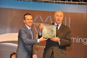Il giornalista-saggista Paolo Mieli riceve il premio dal Sindaco di Lignano avv. Luca Fanotto