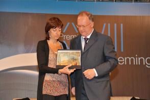 L'avv.to GF. Comelli a nome della Fondazione CRUP premia la giornalista Fiorenza Sarzanini