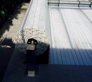 Bovengronds oprolsysyteem incl. PVC grijze lamellen