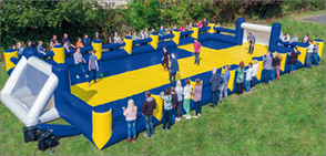 Fußballfeld mobil aufblasbar mieten Menschenkicker Riesenkicker Frankfurt Verleih Fussball Human Table Soccer