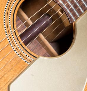 Der Broomstick hielt die Gitarre zusammen