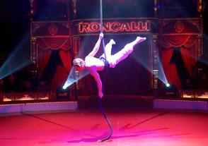 Vertikalseil Zirkus Roncalli