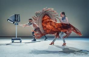 2018  Co-création avec l'artiste audio et de robotique Patrick Saint Denis abordant le phénomène des marées et du souffle et développée autour d'une scénographie interactive composée d'un choeur de cinq accordéons-robots.