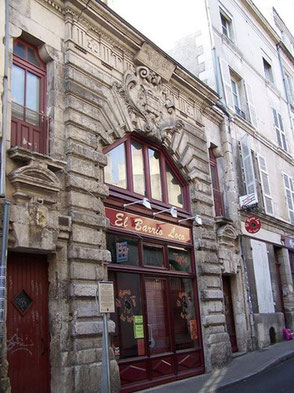 Façade du grand prieuré d'Aquitaine Grand rue à Poitiers