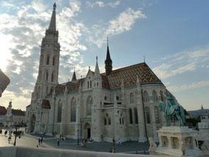 Matthiaskirche Budapest im frühen Abendtlicht