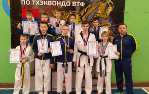Победители и призеры первенства с тренером Денисом Топузиди