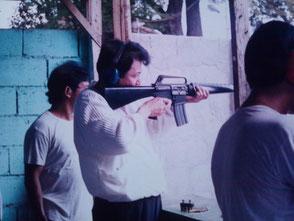 フィリピン・マニラ郊外にある射撃場にてマシンガンの射撃訓練をする竹垣悟。憲法改正になり、傭兵制度が出来、日本から外人部隊として米海兵隊に参加する事を考えて居た頃・・・と書いてみたいが、これはシャレでっせ~