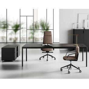 Scrivania, sedie e poltrone per ufficio