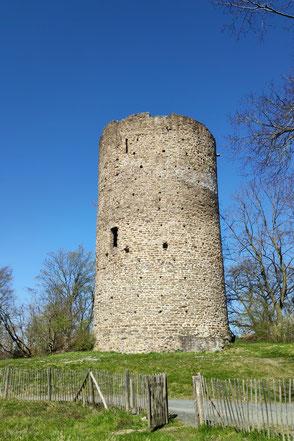 Abb. 7: Der Rabenturm, Bergfried der Hauptburg. © Roland Steinwarz