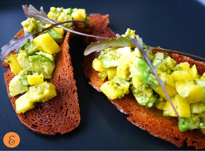 Mango-Avocado-Bruschetta