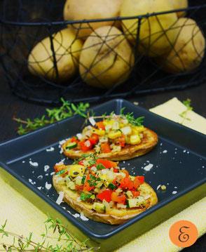 Gegrillte Erdäpfelscheiben / warmes Gemüsetartar