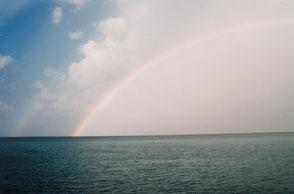 神々の島・久高島に架かる二重の虹