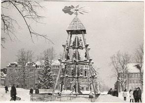 Marktplatz Marienberg mit Weihnachtspyramide