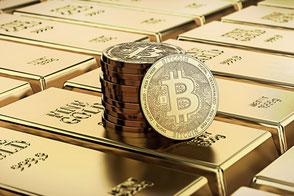 Ein Stabel Bitcoins steht auf Goldbarren