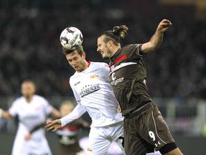 Alex Meier hier gegen Christopher Lenz (Berlin) rettet den St. Pauli-Sieg gegen Union - Foto: CB