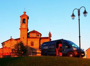 wir standen allein - auf dem riesigen Parkplatz der Kathedrale