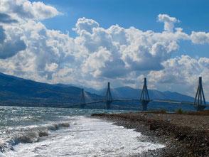 die Brücke hinüber zum Peloponnes